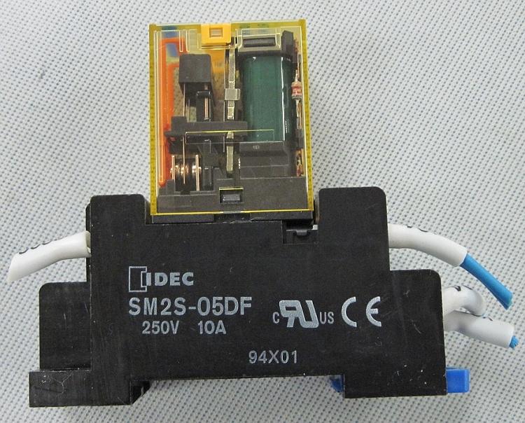 PLUG IN 24VDC 10A IDEC RU2S-C-D24 POWER RELAY DPDT